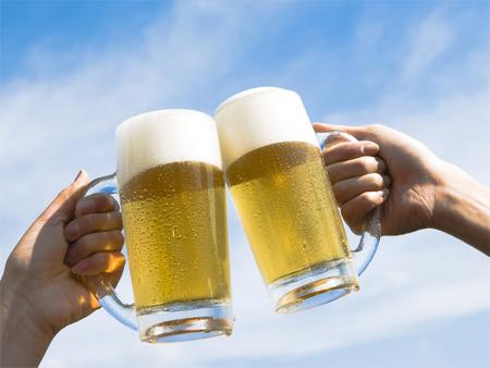 Dùng bia để thu nhỏ lỗ chân lông một cách hiệu quả mà ít ai biết đến