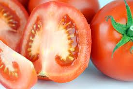 Dùng cà chua trị lo chan long to là phương pháp được rất nhiều chị em phụ nữ tin dùng