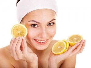Chanh là một thực phẩm tự nhiên có nhiều chất enzyme giúp bạn có thể làm sáng da, thu nhỏ lỗ chân lông