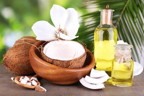 công dụng của dầu dừa trong điều trị thâm mụn