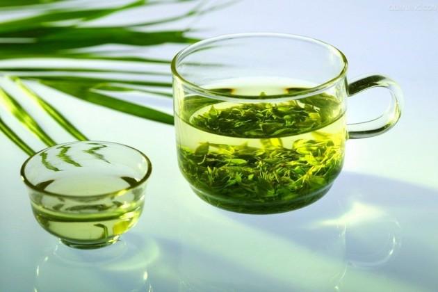 tinh dầu trà trị mụn hiệu quả