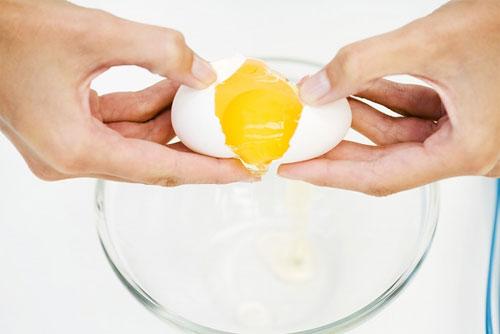 Hướng dẫn cách làm mặt nạ trắng da trị mụn từ trứng gà
